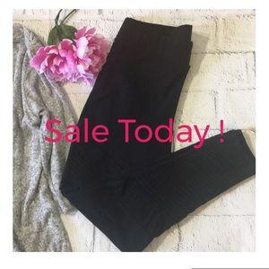 🔹Torrid Black Moto Leggings Size 1 SALE!